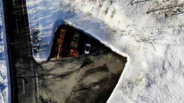 雪を見ながら夏タイヤでドライブ