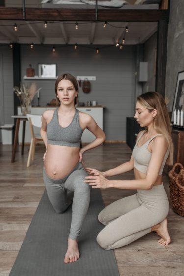 腰が痛い、妊娠中の湿布には注意